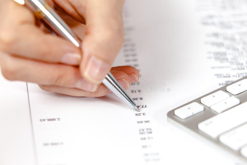 Analysering för finansiella data royaltyfri bild