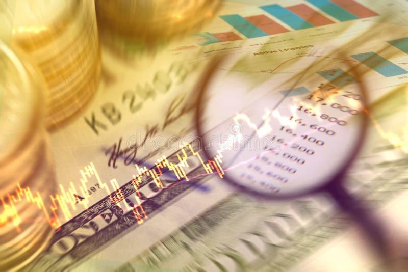 Analysieren Sie Daten vom Börse- und Einkommengeld lizenzfreies stockfoto
