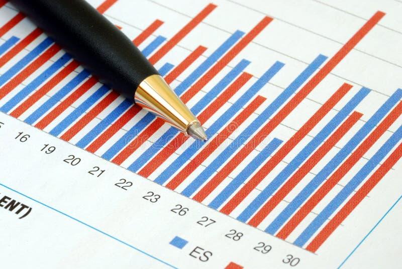 Analysieren Sie die Tendenz im Geschäftsdiagramm stockbild