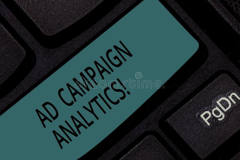 Analytics för aktion för handskrifttextannons Aktioner för begreppsbetydelsebildskärm och deras respektive resultattangentbordtan royaltyfri bild