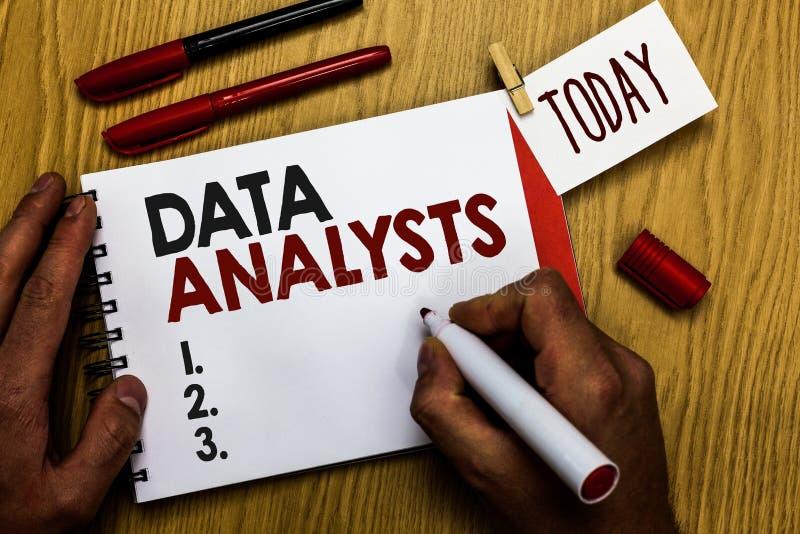 Analytiker för data för handskrifttexthandstil Skapar menande programmerare Design för begreppet och rapporten identifierar den h arkivbilder
