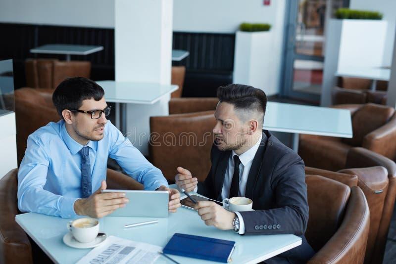 Analytiker på mötet royaltyfri bild