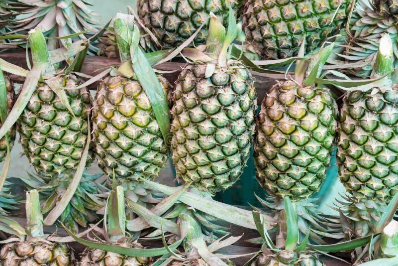 Ananas à vendre images stock