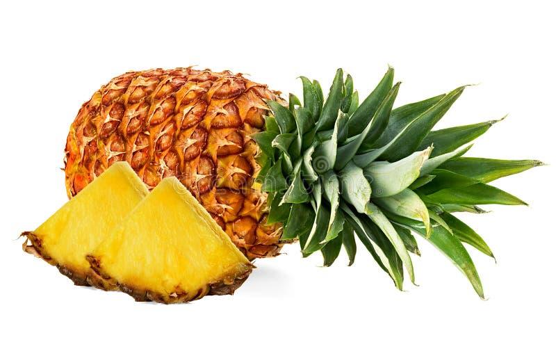 Ananas avec des tranches d'isolement images libres de droits