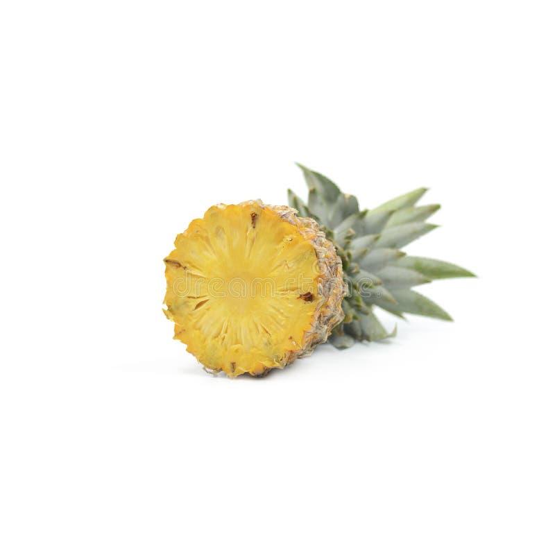 Ananas con l'isolato delle fette su fondo bianco, Frui tropicale fotografia stock