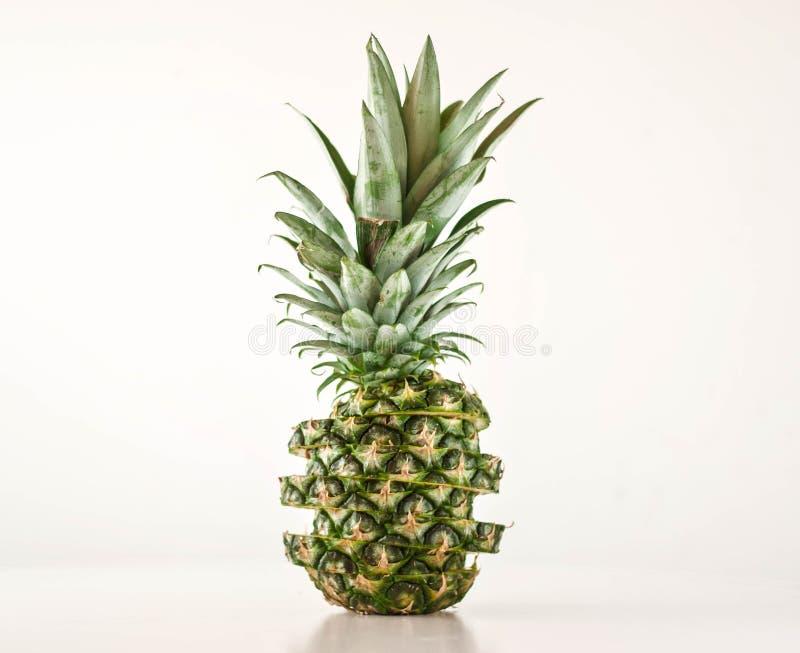 Ananas coupé en tranches images libres de droits