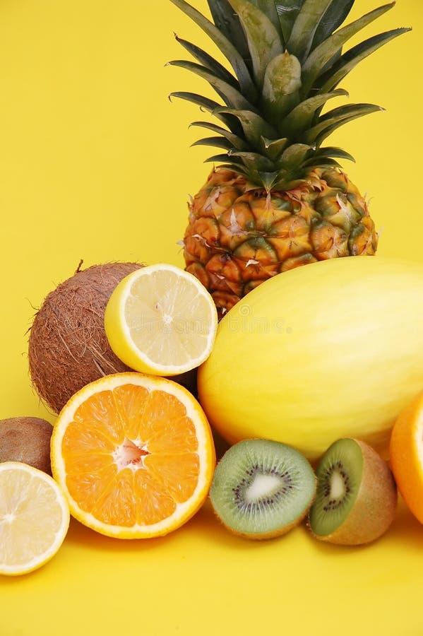 Ananas en meloen en citrusvrucht stock fotografie