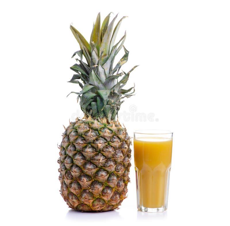 Ananas et verre avec du jus photos stock