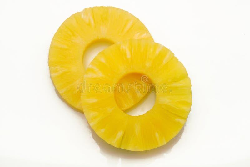 Ananas frais de part sur le fond blanc images stock