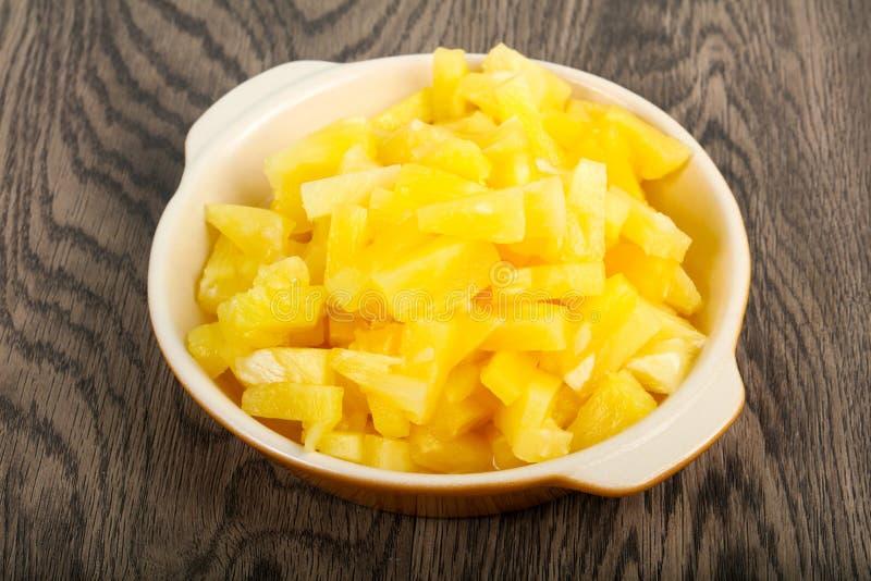 ananas p? burk arkivbild