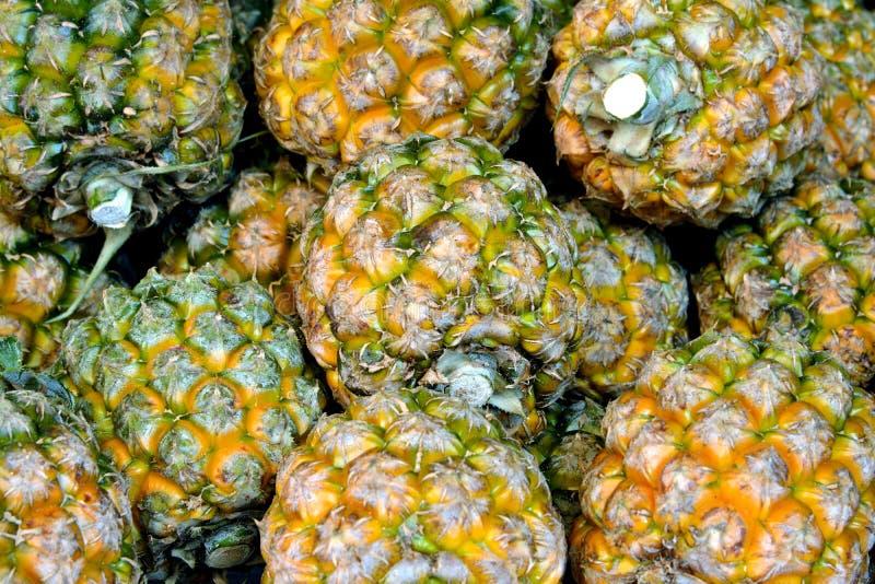 Ananas in pila fotografia stock