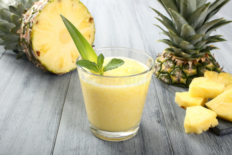 Ananas smoothie royalty-vrije stock foto