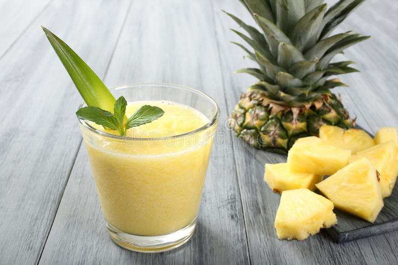 Ananas smoothie stock foto