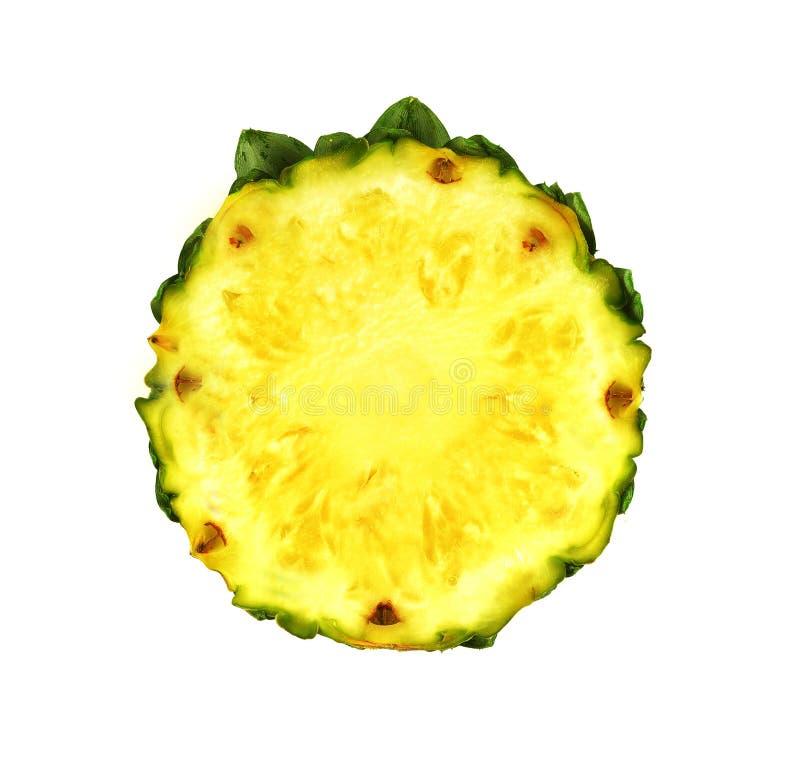 Ananas z plasterka ścinku odosobnioną ścieżką fotografia royalty free