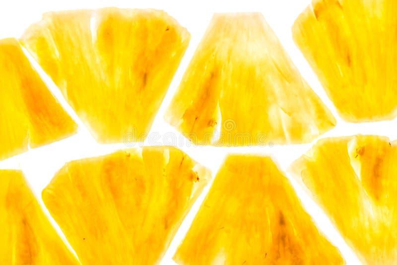Ananasbrokken op witte achtergrond worden geïsoleerd die royalty-vrije stock fotografie