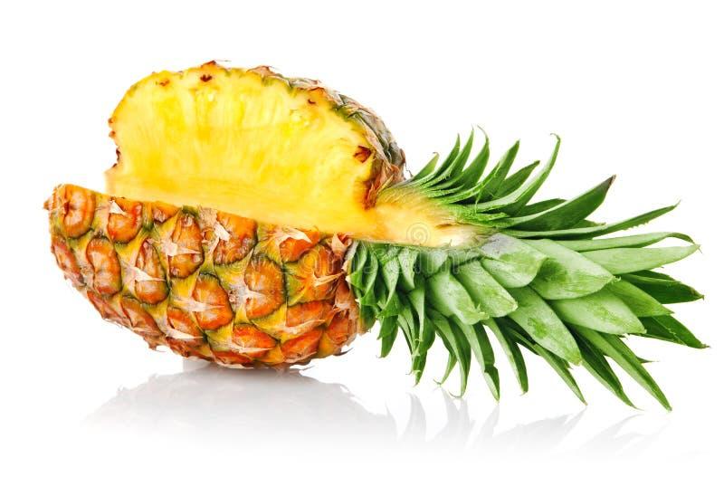 ananasfruktgreen låter vara moget royaltyfri foto