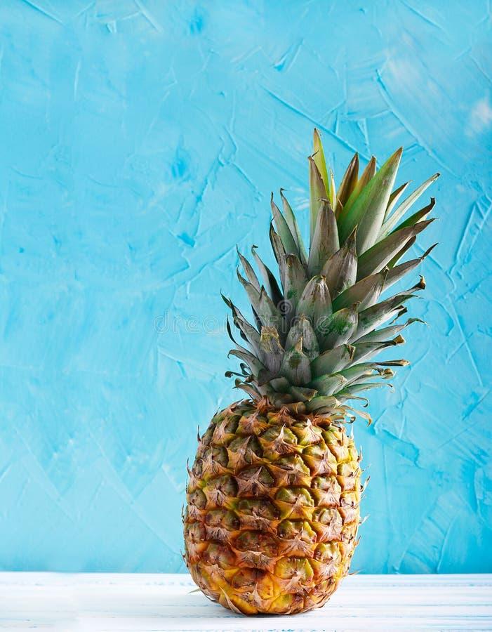 Download Ananasowa owoc zdjęcie stock. Obraz złożonej z surowy - 106905146