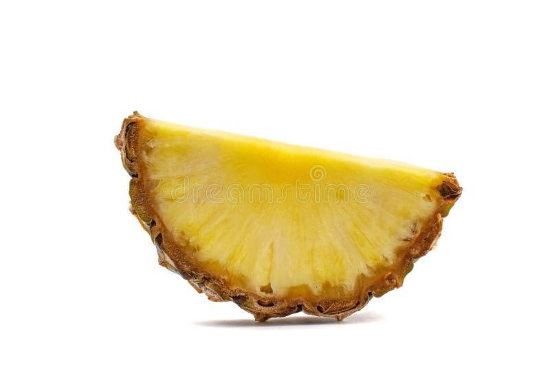 Ananasskiva på vit bakgrund Slapp fokus arkivfoton