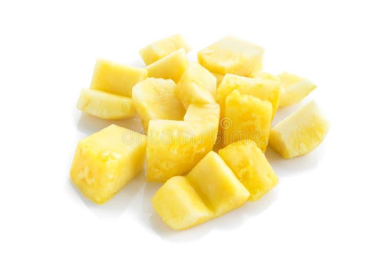 Ananasskivor på vit bakgrund, frukt för sunt fotografering för bildbyråer