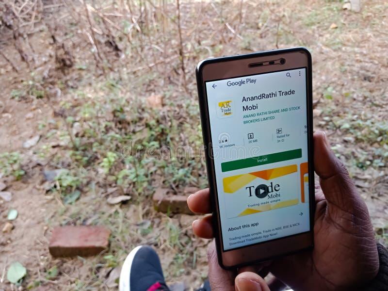 anand rathi交易2019年12月印度智能手机屏幕上显示的Mobi在线股票交易应用 图库摄影