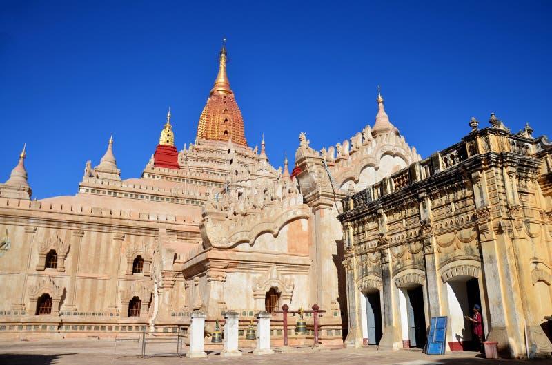 Ananda świątynia przy Bagan Archeologiczną strefą w Bagan, Myanmar obraz royalty free