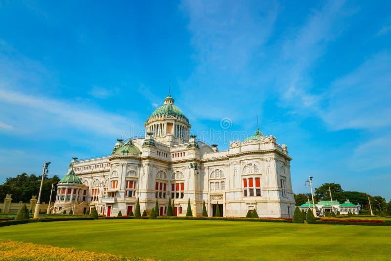 Ananta Samakhom biskopsstol Hall i den thailändska kungliga Dusit slotten, smäll royaltyfri foto