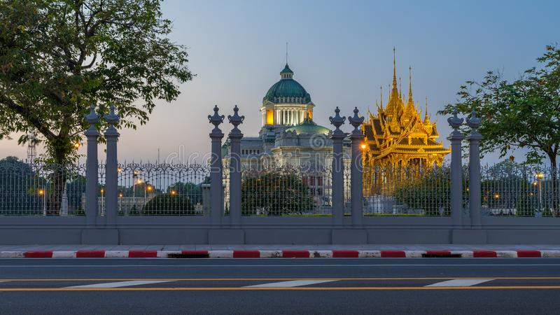 Ananta Samakhom biskopsstol Hall och kunglig begravnings- bål royaltyfri bild