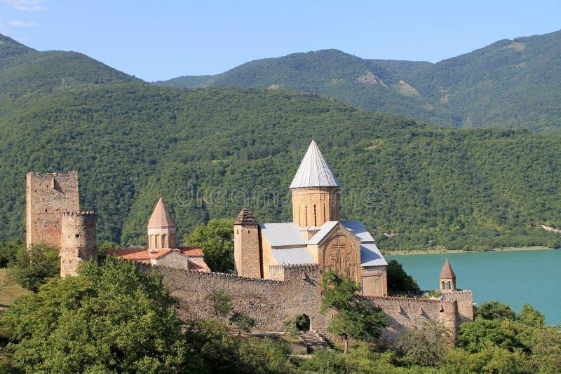 Ananuri fästning i Georgia royaltyfri bild