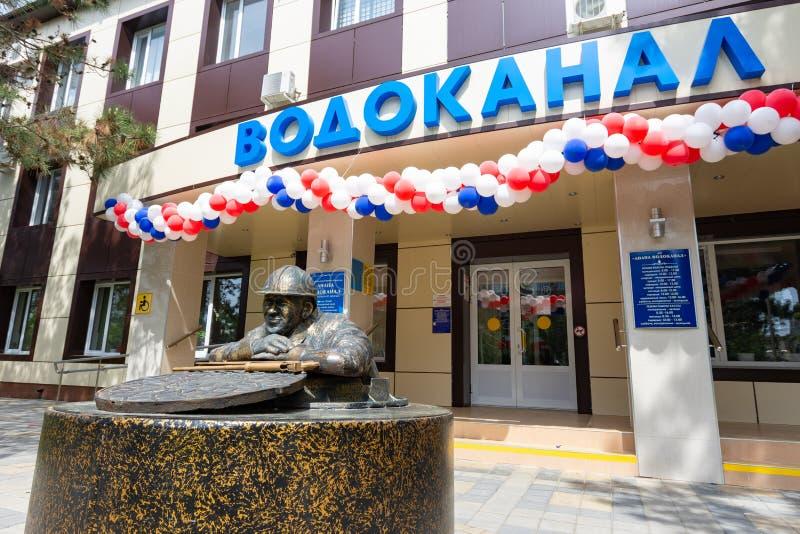 Anapa, Rusia - 1 de mayo de 2019: Monumento a la fontanería foto de archivo