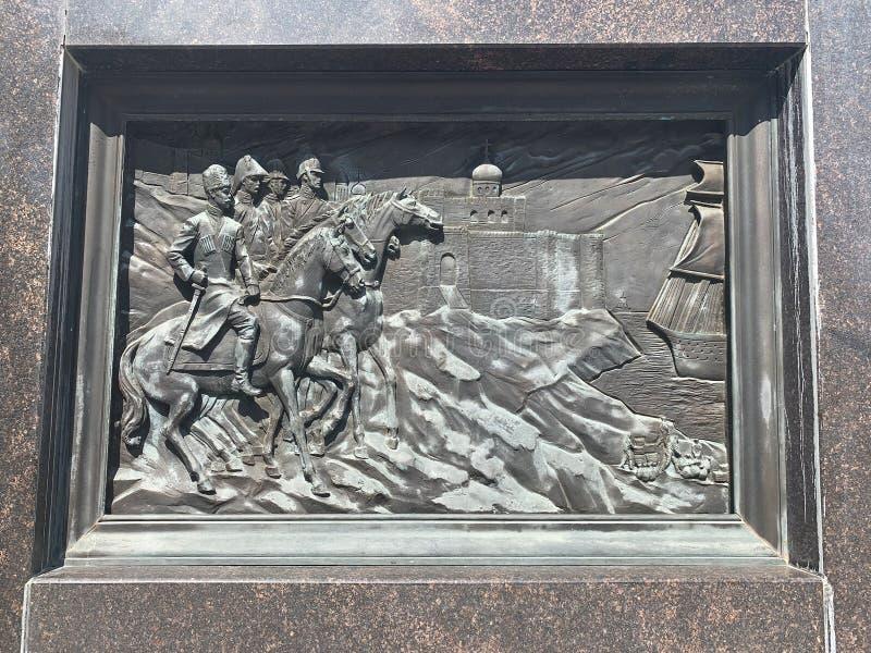 Anapa, Rusia, julio 23, alto alivio 2019 en ciudad del stele 'del glor militar fotos de archivo