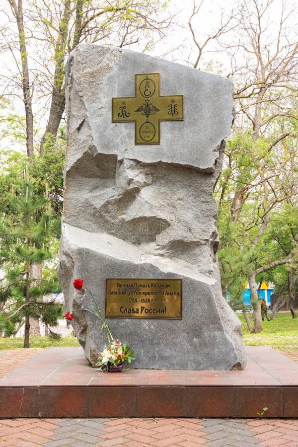 Anapa, Russie - 13 mai 2019 : Monument aux Cosaques qui sont tombés près des murs de la forteresse d'Anapa, près du monument photos stock