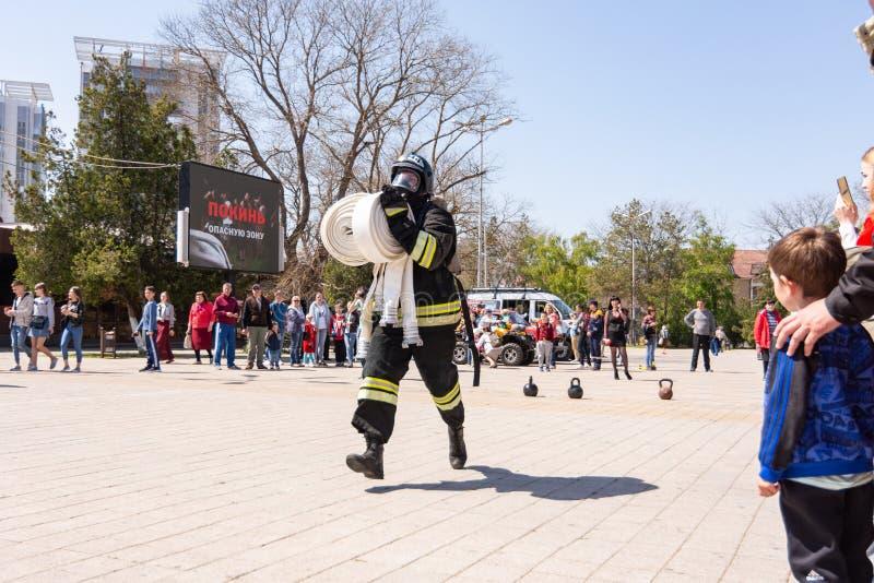 Anapa Ryssland - April 27, 2019: Anapa brand-teknisk utst?llning p? teaterfyrkanten i Anapa, tilldelad till den 370. ?rsdagen royaltyfria bilder