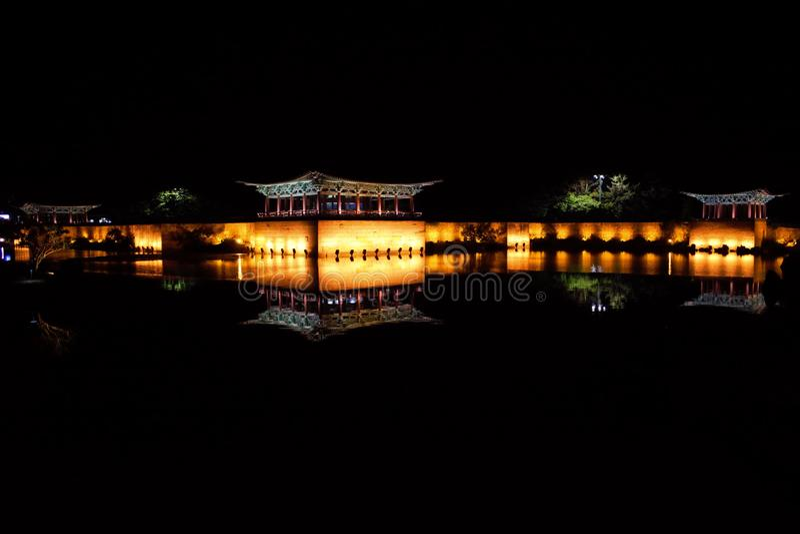 Anapji damm, Wolji damm på natten, Gyeongju, Korea fotografering för bildbyråer