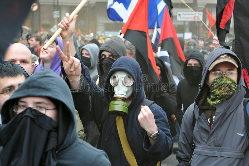 Anarkistpersoner som protesterar i London royaltyfri fotografi