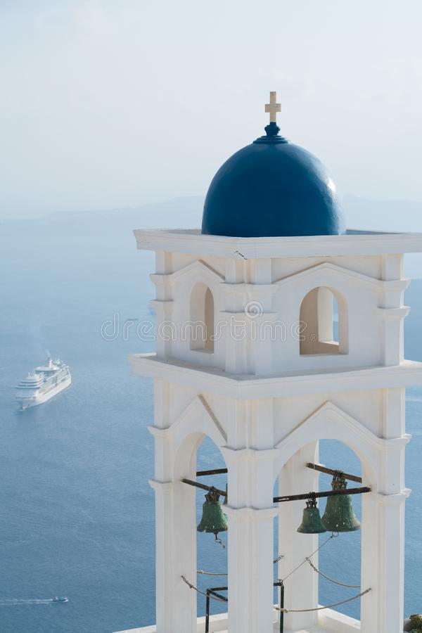 Anastasi Church i Imerovigli mot den Santorini calderaen, Santorini arkivfoton