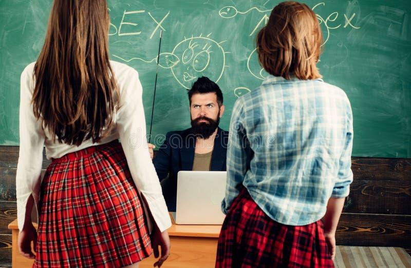 Anatomieles en seksuele opvoeding in middelbare school Laat de Besprekingsgeslacht van ` s Seksuele opvoeding Anatomieles en seks royalty-vrije stock afbeeldingen