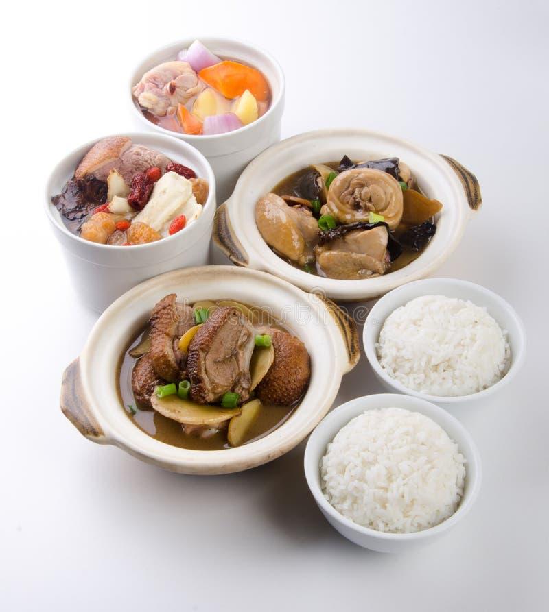 Anatra del pollo di Claypot e minestra dell'erba con riso fotografia stock