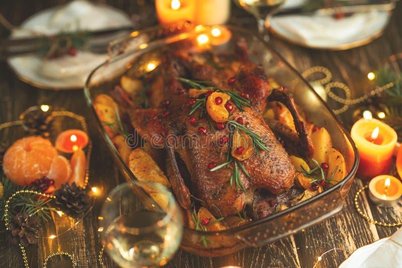 Anatra festiva fritta, o pollo Fondo per un menu o un libro delle ricette fotografie stock libere da diritti