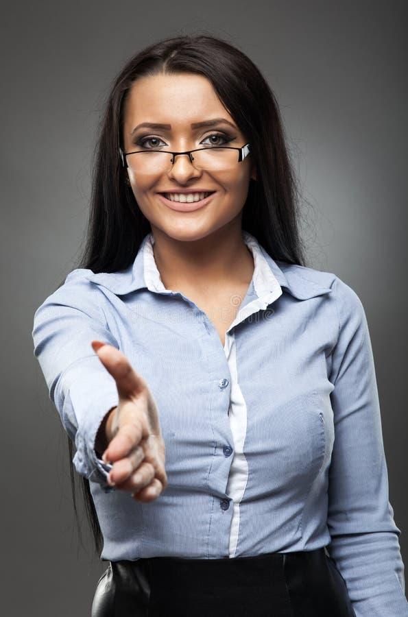 Anbietenhändedruck der Geschäftsfrau lizenzfreies stockfoto