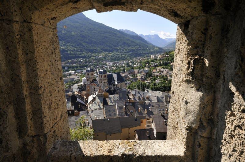 Anblick über Briançon gesehen vom Fort, französische Alpen lizenzfreies stockbild