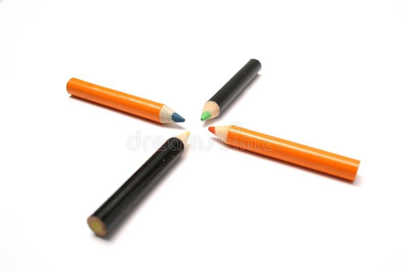 Anblick gebildet von den kleinen Bleistiften der verschiedenen Farbe lizenzfreie stockfotografie