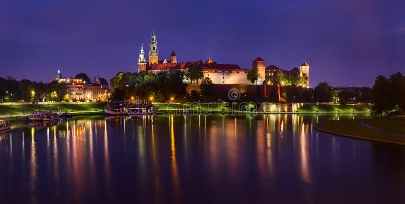 Anche vista del castello reale di Wawel a Cracovia, la Polonia fotografia stock libera da diritti