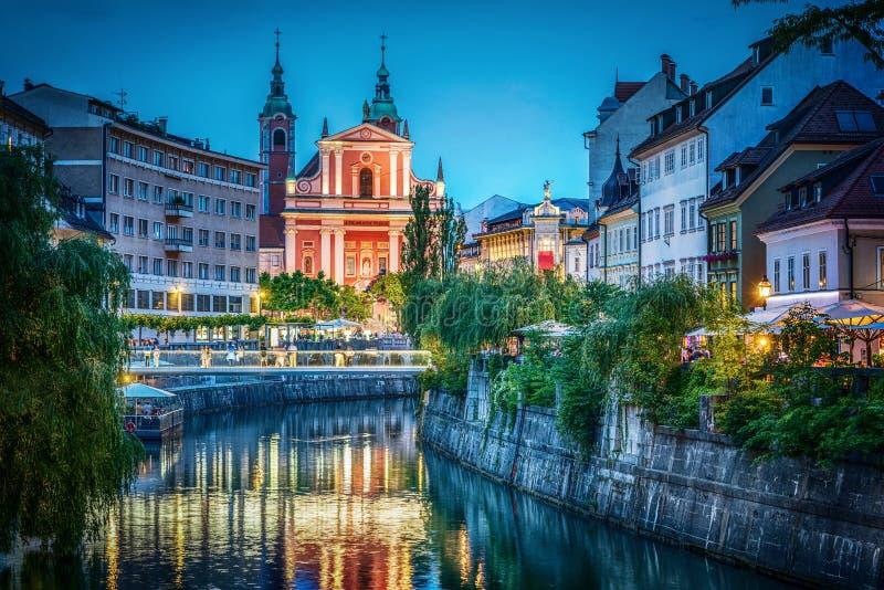 Anche vista del ponte e del fiume di Ljubljanica Transferrina, capitale della Slovenia immagini stock