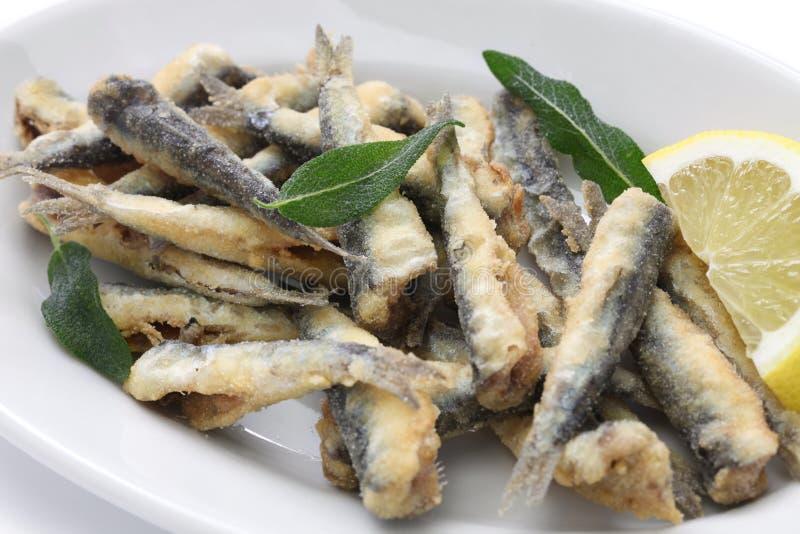 Anchois cuits à la friteuse photo stock