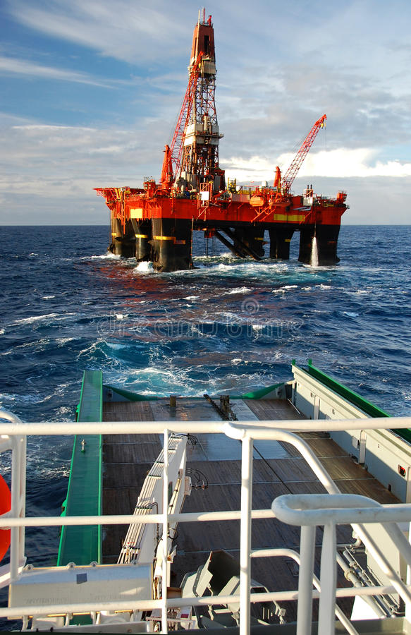 Free Anchor Handling Of Semi Submergible In North Sea Royalty Free Stock Photo - 11009675