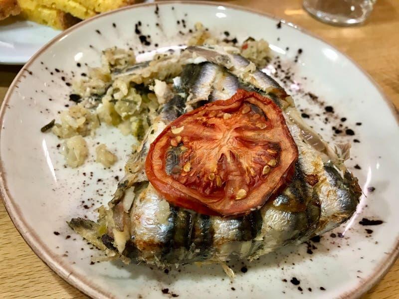 Anchovy pilaf Hamsi Pilav, Cuisine Turca, Especialidade do Mar Negro fotografia de stock