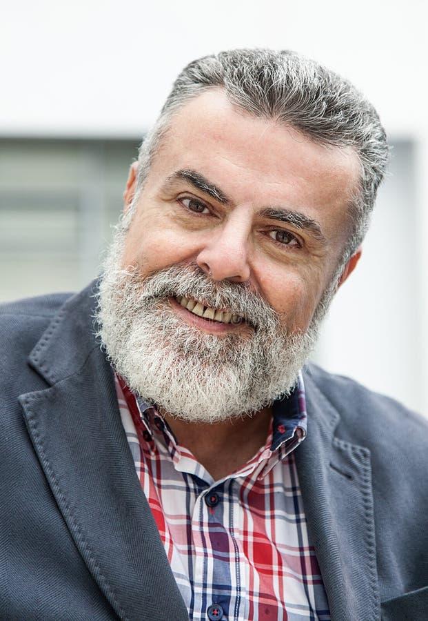 Ancião atrativo com barba fotografia de stock