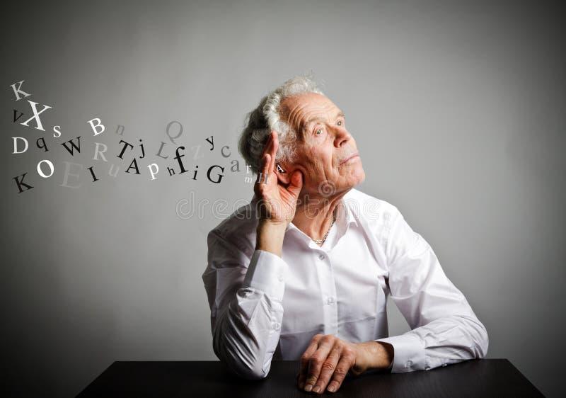 Ancião curioso no branco imagem de stock royalty free