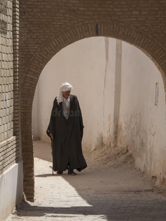 Ancião no vestido tradicional, Tunísia foto de stock