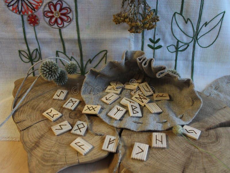 Anciano escandinava Futhark de las runas fotos de archivo libres de regalías